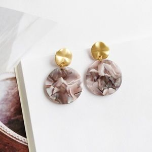 Jewelry - Hammered gold and tortoiseshell acrylic earrings